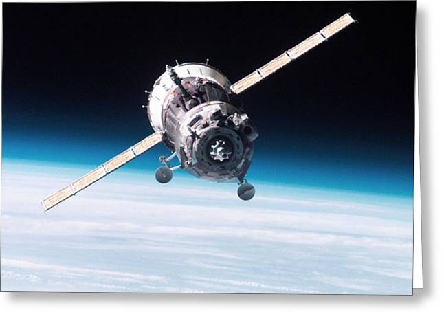 Iss Crew Arriving By Soyuz Spacecraft Greeting Card by NASA / Science Source