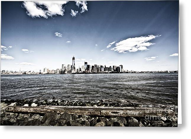 Manhattan Greeting Card by Leslie Leda