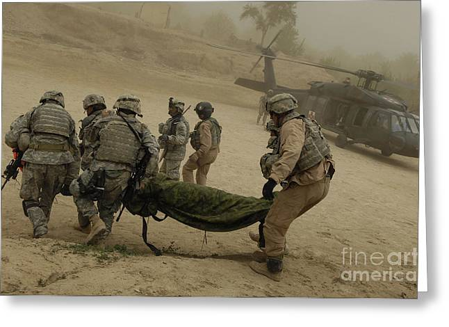 Iraq Conflict Greeting Cards - U.s. Army Soldiers Medically Evacuate Greeting Card by Stocktrek Images