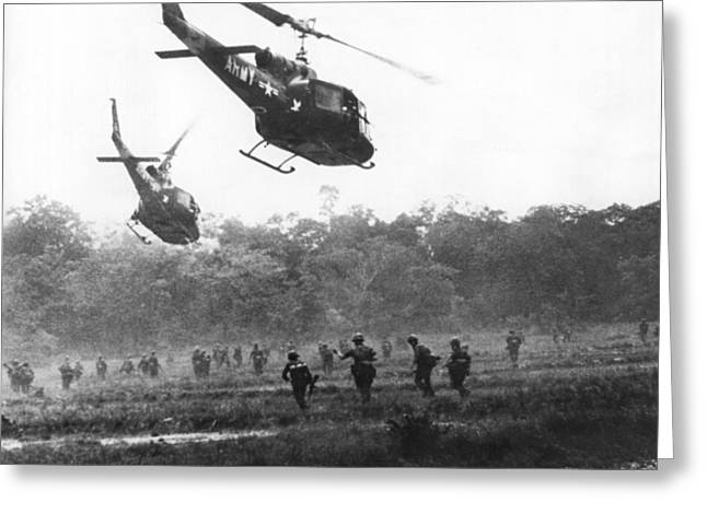 Army Airborne In Vietnam Greeting Card by Underwood Archives
