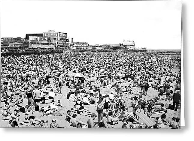 York Beach Greeting Cards - Crowds At Coney Island Beach Greeting Card by Underwood & Underwood