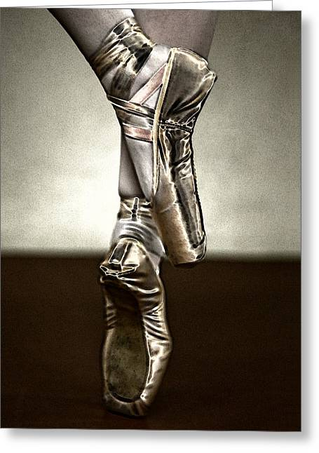 Ballet Slippers Greeting Cards - En Pointe Greeting Card by Lynn Andrews
