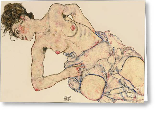 Nudes Drawings Greeting Cards - Kneider weiblicher halbakt Greeting Card by Egon Schiele