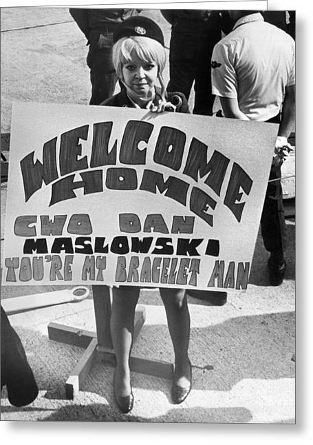 Pows Arrive Home Greeting Card by Underwood Archives