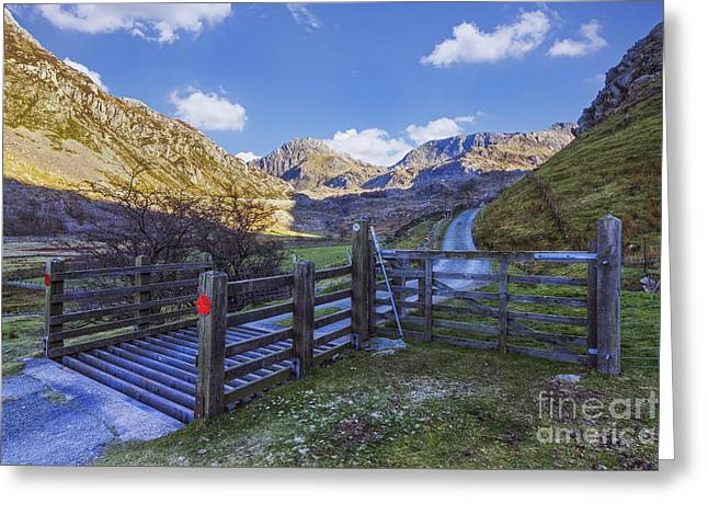 Rambling Greeting Cards - The Road to Tryfan Greeting Card by Ian Mitchell