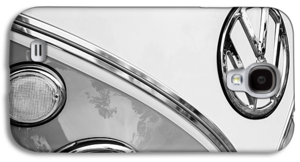 Transportation Photographs Galaxy S4 Cases - 1964 Volkswagen Samba 21 Window Bus VW Emblem Galaxy S4 Case by Jill Reger
