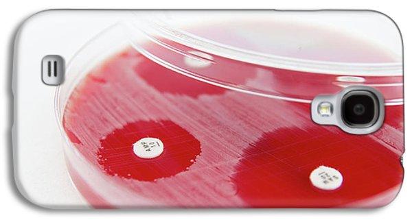 Antibiotic Sensitivity Testing Galaxy S4 Case by Daniela Beckmann