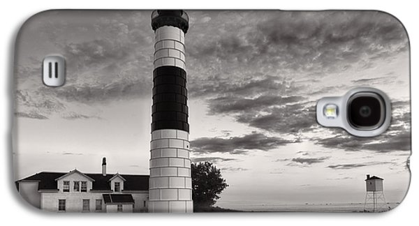 Landscapes Photographs Galaxy S4 Cases - Big Sable Point Lighthouse in Black and White Galaxy S4 Case by Sebastian Musial