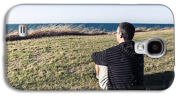 Contemplative Photographs Galaxy S4 Cases - Caucasian traveler relaxing on grass outdoors Galaxy S4 Case by Ryan Jorgensen