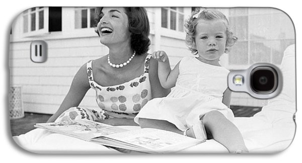 Jacqueline And Caroline Kennedy At Hyannis Port 1959 Galaxy S4 Case by The Phillip Harrington Collection