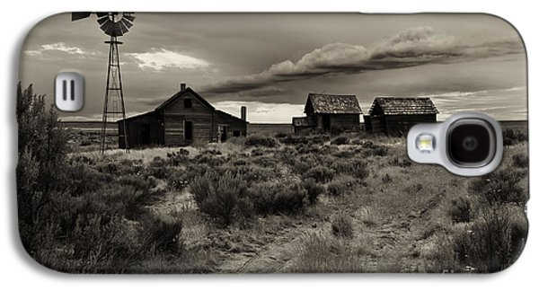 Ranch Photographs Galaxy S4 Cases - Lonely House on the Prairie Galaxy S4 Case by Mike  Dawson