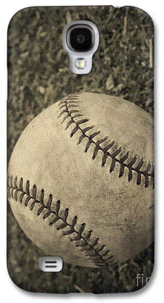 Field Photographs Galaxy S4 Cases - Old Baseball Galaxy S4 Case by Edward Fielding