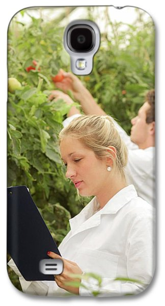 Scientists Examining Tomatoes Galaxy S4 Case by Gombert, Sigrid