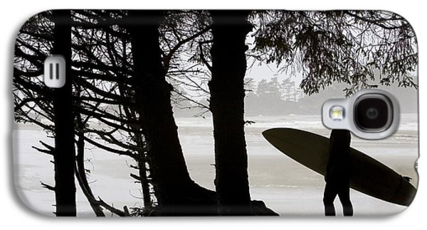 Surf Silhouette Galaxy S4 Cases - Silhouette Of A Surfer Looking Out To Galaxy S4 Case by Deddeda