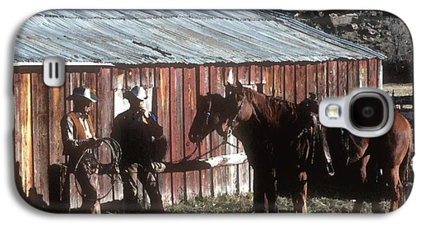 Cattle Drive Photographs Galaxy S4 Cases - Smoke Break Galaxy S4 Case by Jerry McElroy