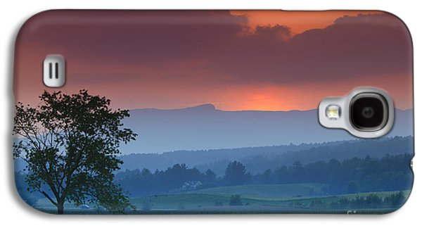 Sunset Over Mt. Mansfield In Stowe Vermont Galaxy S4 Case by Don Landwehrle