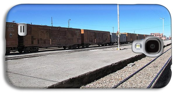 Transportation Photographs Galaxy S4 Cases - Uyuni salt flats Galaxy S4 Case by Ted Pollard