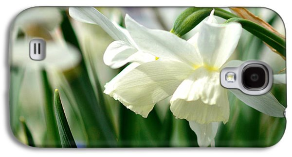 Copy Mixed Media Galaxy S4 Cases - White daffodil  Galaxy S4 Case by Toppart Sweden