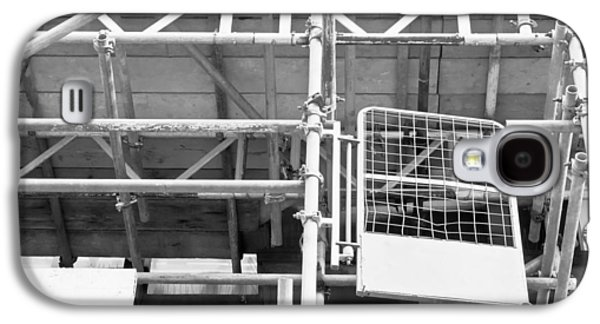 Working Conditions Photographs Galaxy S4 Cases - Scaffolding Galaxy S4 Case by Tom Gowanlock