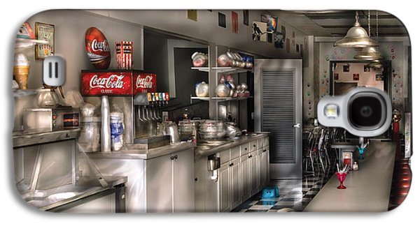 Msavad Photographs Galaxy S4 Cases - 1950s - The Soda Fountain Galaxy S4 Case by Mike Savad