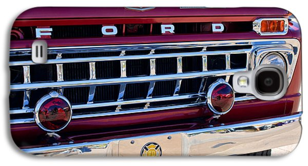 Truck Photographs Galaxy S4 Cases - 1965 Ford American LaFrance Fire Truck Galaxy S4 Case by Jill Reger