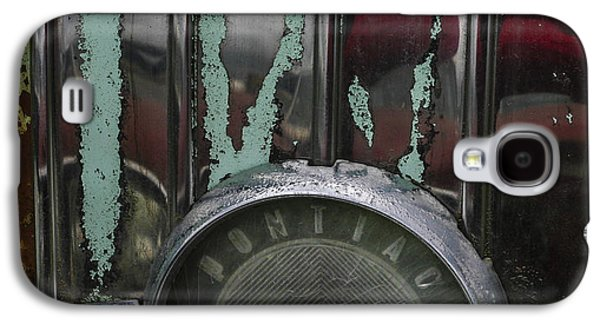 Rusted Cars Galaxy S4 Cases - Pontiac  Galaxy S4 Case by Jean Noren