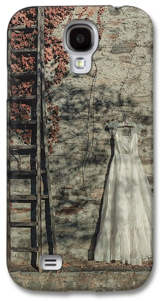 Dress Photographs Galaxy S4 Cases - Wedding Dress Galaxy S4 Case by Joana Kruse