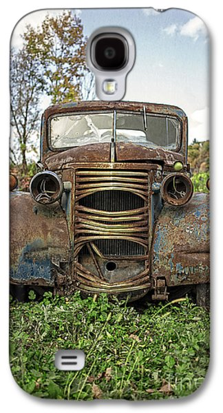 Automobiles Photographs Galaxy S4 Cases - Old Junker Car Galaxy S4 Case by Edward Fielding
