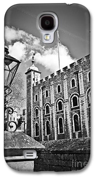 Streetlight Photographs Galaxy S4 Cases - Tower of London Galaxy S4 Case by Elena Elisseeva