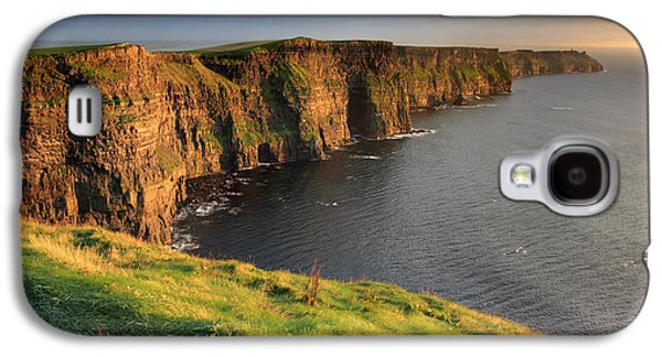 Glow Photographs Galaxy S4 Cases - Cliffs of Moher sunset Ireland Galaxy S4 Case by Pierre Leclerc Photography
