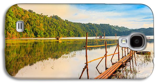 Amazing Sunset Galaxy S4 Cases - Tamblingan lake Galaxy S4 Case by MotHaiBaPhoto Prints