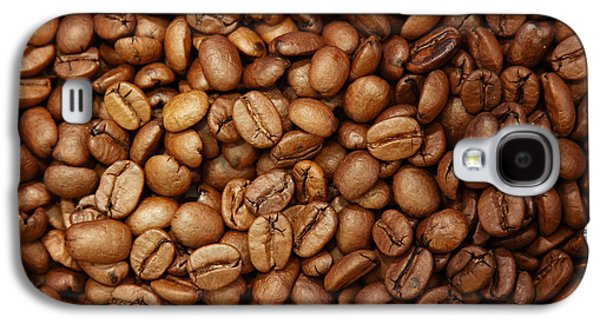 Studio Photographs Galaxy S4 Cases - Coffee beans Galaxy S4 Case by Les Cunliffe