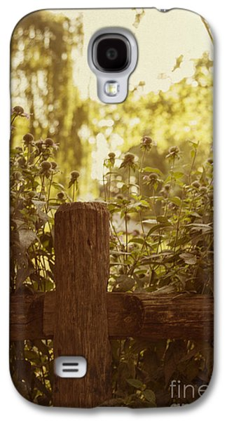 Old Fence Posts Galaxy S4 Cases - A Good Morning Galaxy S4 Case by Margie Hurwich