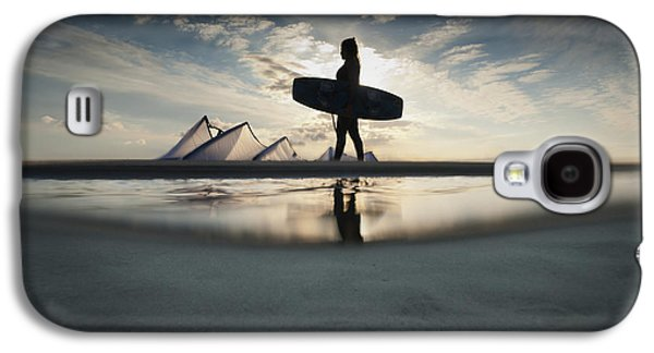 Kite Surfing Galaxy S4 Cases - A Kitesurfer Walks Along The Beach At Galaxy S4 Case by Ben Welsh
