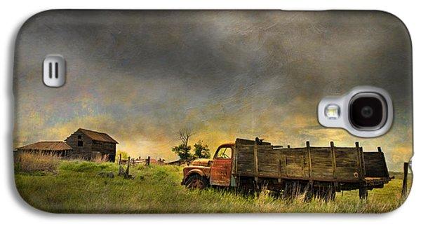 Abandoned Farm Truck Galaxy S4 Case by Theresa Tahara