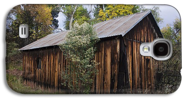 Abandoned Wood Building With Fall Colors Galaxy S4 Case by Dave Dilli