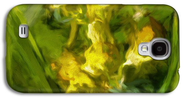 Paiting Galaxy S4 Cases - Abstract yellow flower- Photography of a wild yellow flower digitalyallerted to an abstract presenta Galaxy S4 Case by Leif Sohlman