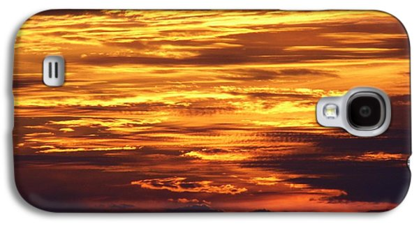 Landmarks Photographs Galaxy S4 Cases - Amazing Fire In The Sky Galaxy S4 Case by D Hackett