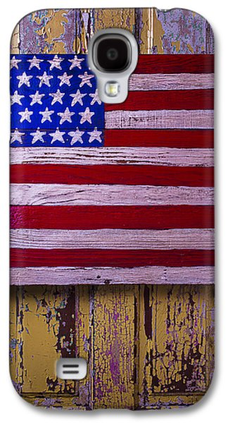 Folk Photographs Galaxy S4 Cases - American Flag On Old Door Galaxy S4 Case by Garry Gay