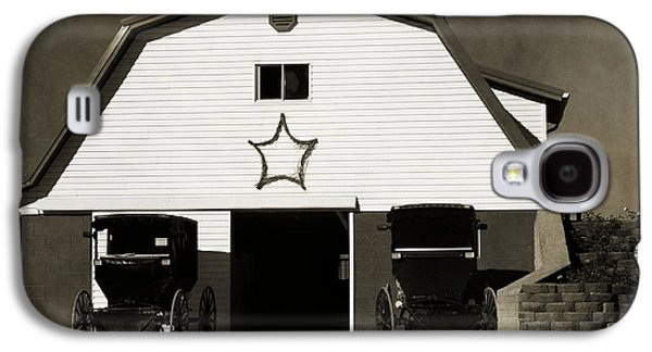 Amish Family Photographs Galaxy S4 Cases - Amish Barn And Buggies Galaxy S4 Case by Dan Sproul
