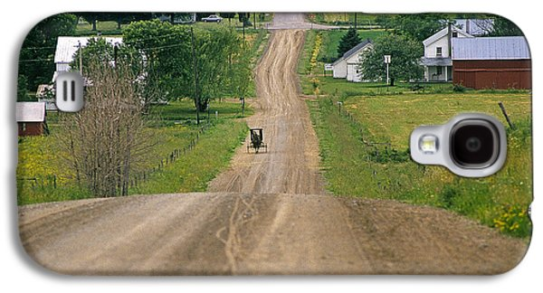 Amish Community Photographs Galaxy S4 Cases - Amish Buggy Galaxy S4 Case by Buddy Mays
