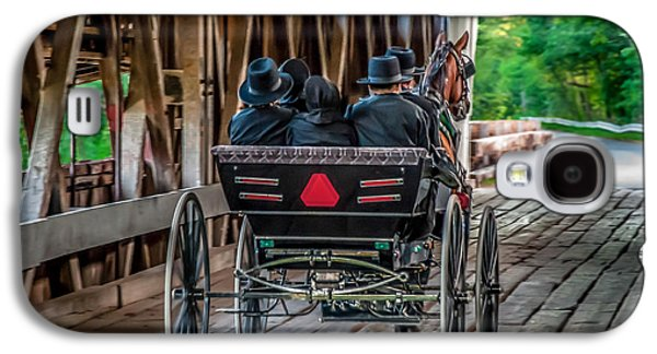 Amish Family Photographs Galaxy S4 Cases - Amish Family on Covered Bridge Galaxy S4 Case by Gene Sherrill