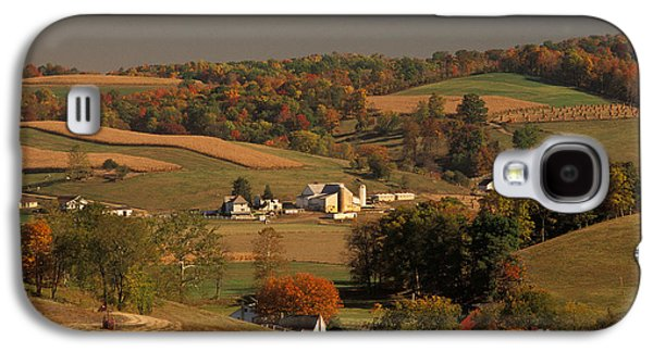 Amish Family Photographs Galaxy S4 Cases - Amish Farm In An Ohio Valley In The Fall Galaxy S4 Case by Ron Sanford