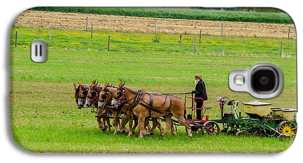 Amish Photographs Galaxy S4 Cases - Amish Farmer Galaxy S4 Case by Guy Whiteley