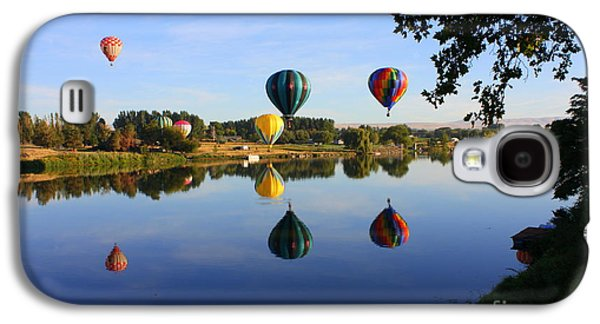 Yakima Valley Galaxy S4 Cases - Balloons Heading East Galaxy S4 Case by Carol Groenen