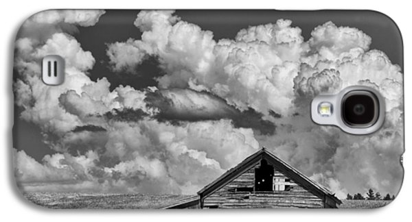 Idaho Photographs Galaxy S4 Cases - Barn and Clouds Galaxy S4 Case by Latah Trail Foundation