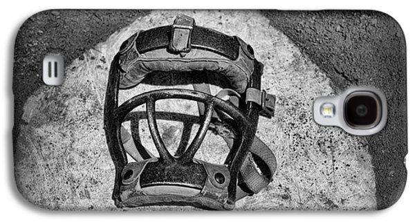 Baseball Catchers Mask Vintage In Black And White Galaxy S4 Case by Paul Ward