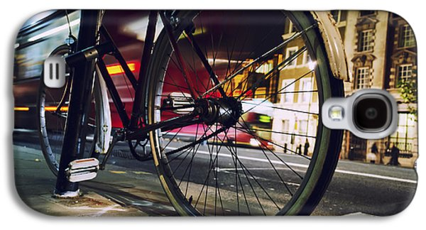 Bicycle Photographs Galaxy S4 Cases - Bike on Whitehall Street Galaxy S4 Case by Joseph S Giacalone