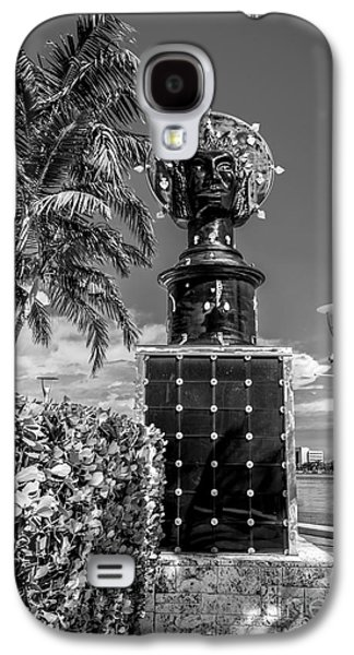 Statue Portrait Galaxy S4 Cases - Blue Crown statue Miami downtown - Black and White Galaxy S4 Case by Ian Monk