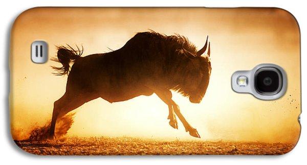 Blue Wildebeest Running In Dust Galaxy S4 Case by Johan Swanepoel